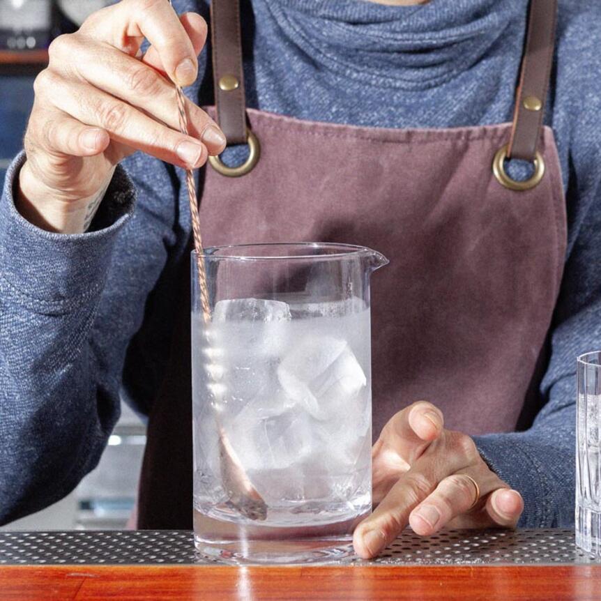 Comment remuer un verre