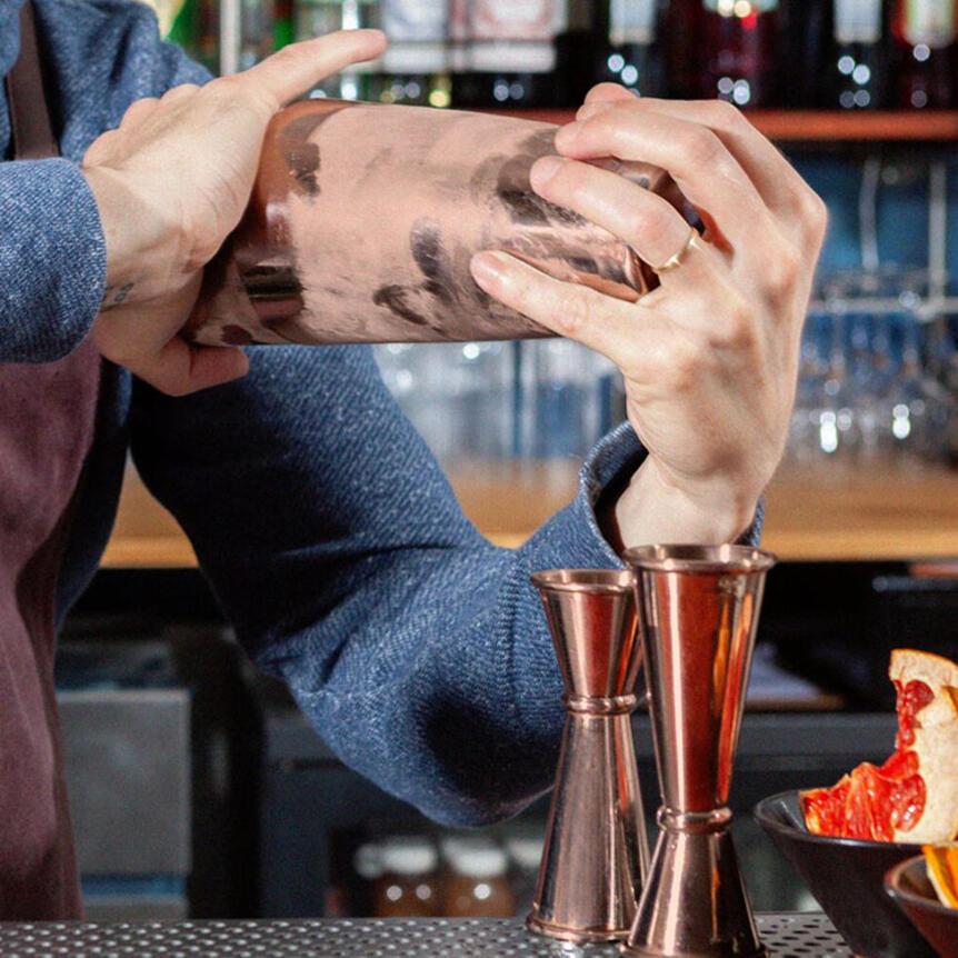 Come shakerare un drink